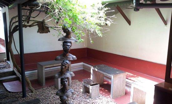 Kashi : Balancing Heads at the entrance