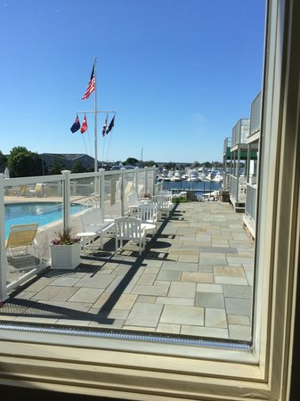 Anchor In Hotel: view of the pool and deck from hall