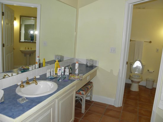 Grande Villas Resort: Second Bathroom
