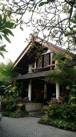 Kuta Seaview Boutique Resort & Spa: Hotel & grounds