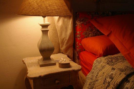Chambres d'hotes Clos du Mas de Bastide : chambre lys
