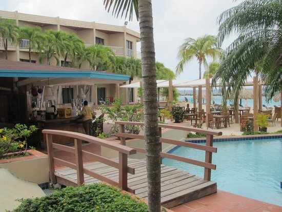 Sunscape Curacao Resort Spa & Casino: Children's Pool and Oceana Rest./Bar