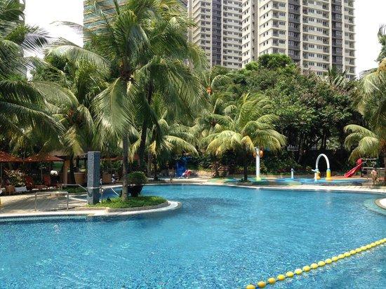 Edsa Shangri-La: the pool area