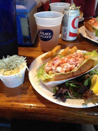 Flo's Clam Shack : Lobster roll platter