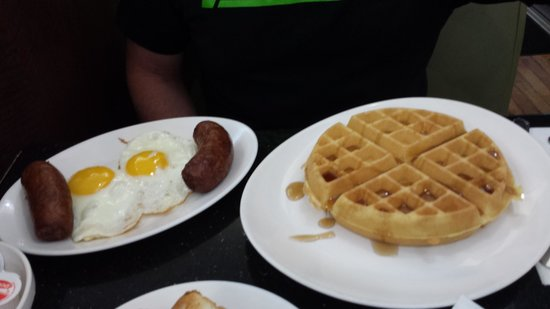 Cosmic Diner : sausage egg and waffle