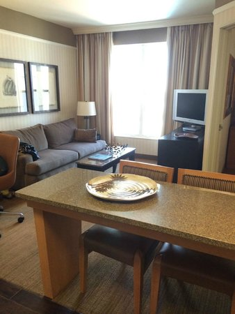 Gainey Suites Hotel: Kitchenette/living area