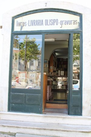 Fontecruz Lisboa Autograph Collection: A neighborhood bookstore in Lisbon.