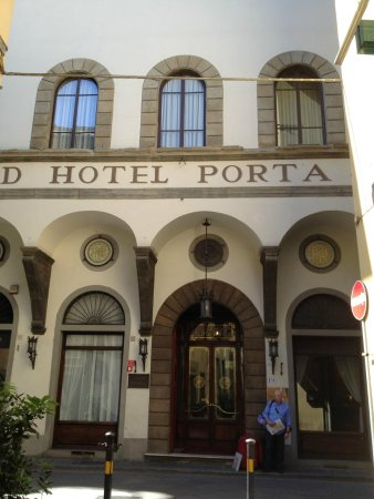 NH Collection Firenze Porta Rossa: Front of Hotel