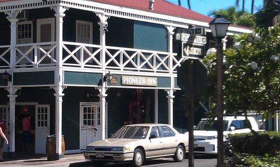 Best Western Pioneer Inn : Front  street view