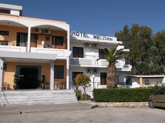 Meliton Hotel: Front of Hotel