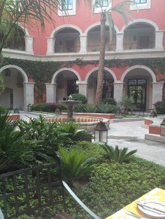 Rosewood San Miguel de Allende: Patio interior