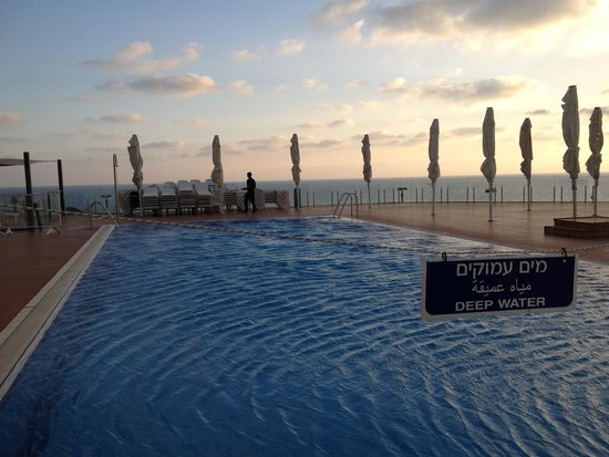 Island Suites Hotel: Piscina esterna