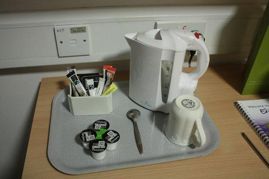 Pollock Halls - Edinburgh First: чайные принадлежности