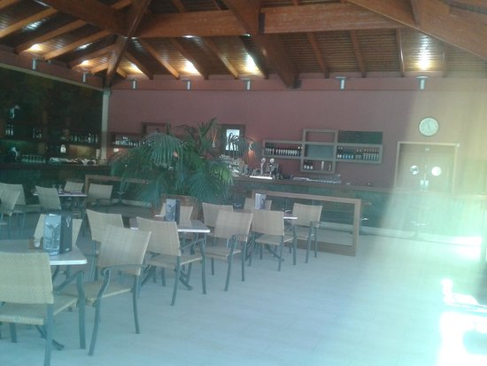 El Plantio Golf Resort: Clubhouse bar and restaurant