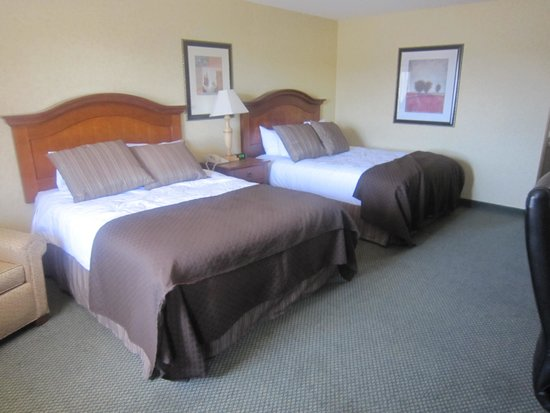 Red Lion Hotel Coos Bay : beautiful bedding