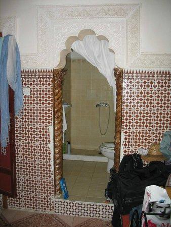 Riad Chennaoui: Teilung Badezimmer/Schlafzimmer