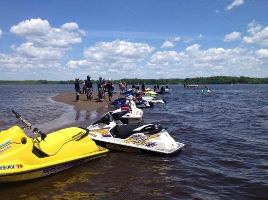 River Bay Campground & Marina: Jet Skiers on the river