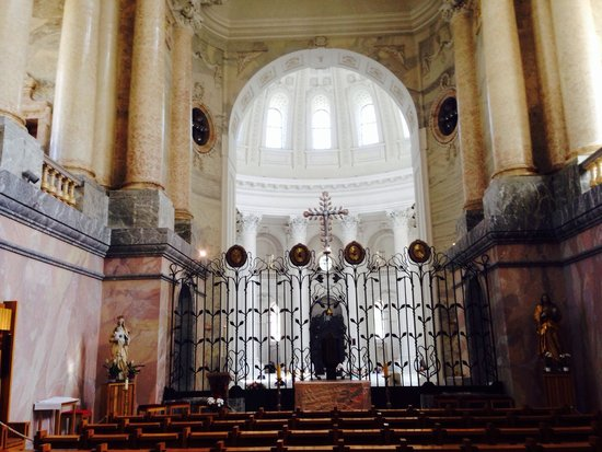 Dom St. Blasien: Der Chorraum. Blick Richtung Altar.