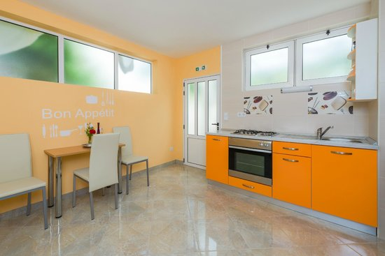 Apartments Komazin: apartment Orange-kitchen