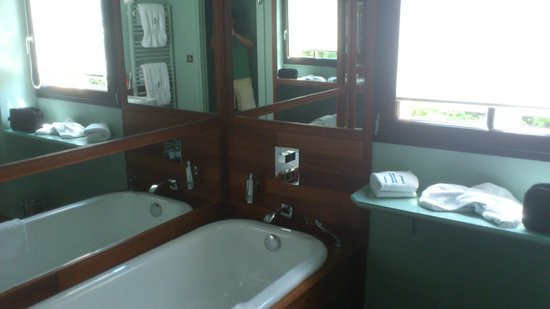 Hotel Ville d'Hiver : tres belle salle d'eau