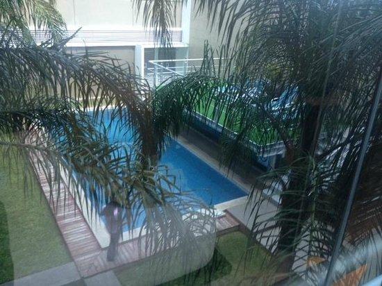 Hotel El Espanol Paseo de Montejo: Alberca y camastros