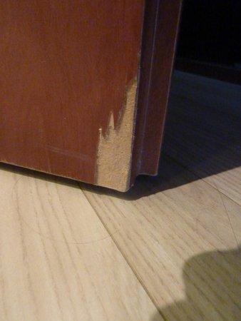 Lion's Garden Hotel: Badezimmertür ist etwas kaputt