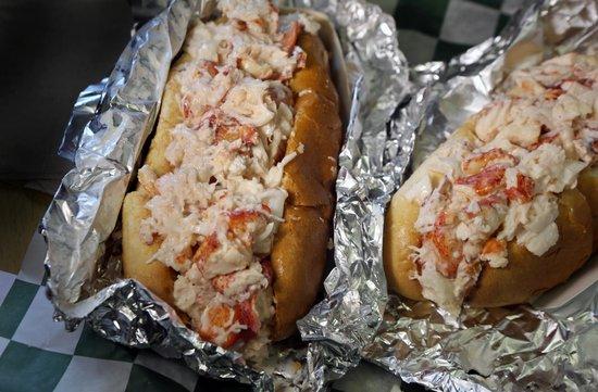 Yummy Walks: The best lobster rolls in Boston!