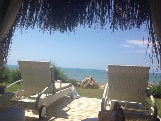 Paloma Grida Resort & Spa : Huts by the beach €40 for a day, with unlimited drinks