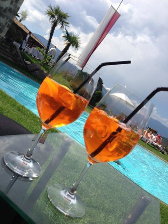 Romantik Hotel Turm : Drinks am Pool