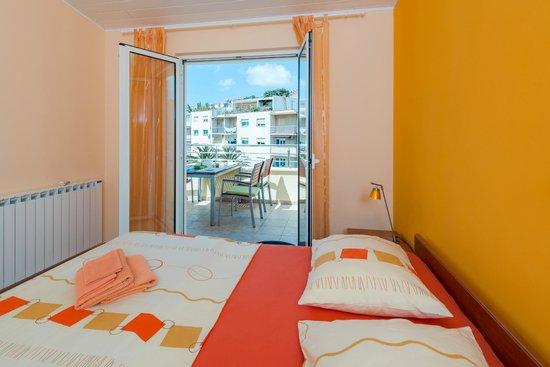 Apartments Komazin : apartment Lavanda- bedroom 2