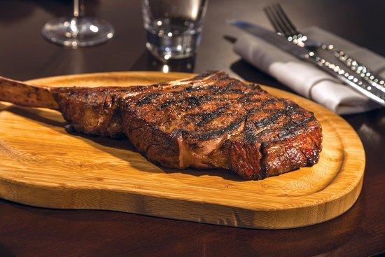 Chopps American Bar and Grill: Tomahawk