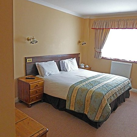 The Old Wisteria Hotel: Large Room, Large Bed