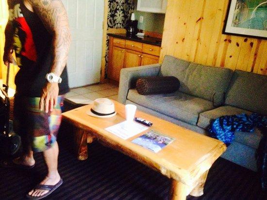 3 Peaks Resort & Beach Club: Separate living room of Junior Suite