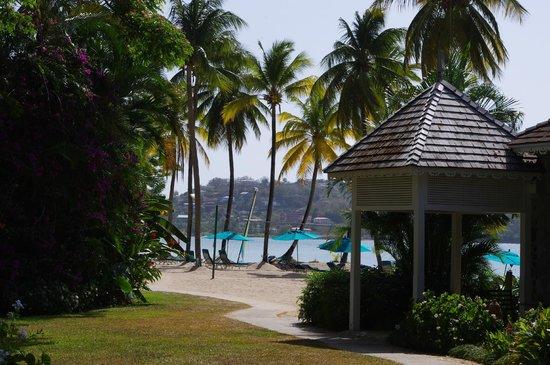 Rendezvous Resort: beach /gardens