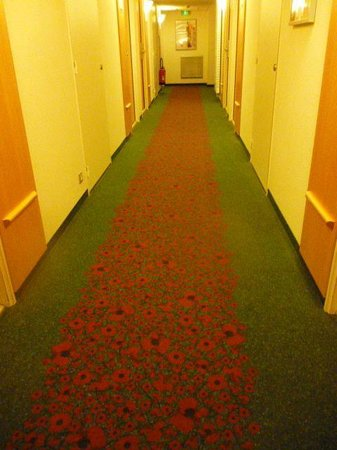 ibis Sarlat : Red Poppy Hallway Carpet