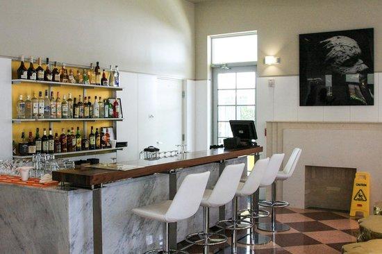 Leslie Hotel: lobby bar