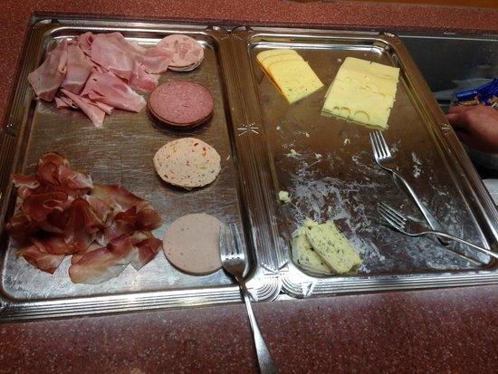 Hotel Krone: 09:45 Uhr … Wurst und Käse alle und das war es dann