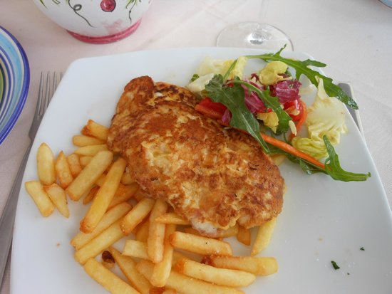 L'Approdo Restaurant: Omelet, frites and salad