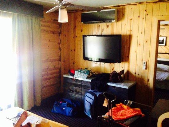 3 Peaks Resort & Beach Club: Flat screen in living room (excuse mess)