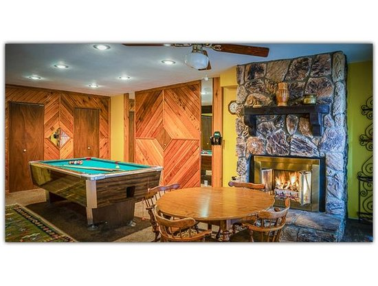 Pinon Park Vacation Rentals: Pool Tables and Fireplaces
