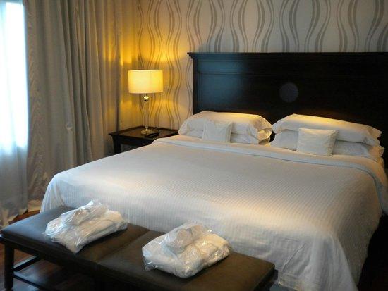 Panamericano Buenos Aires Hotel: Habitación
