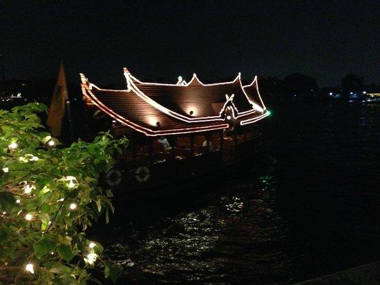 Riverside Terrace at Mandarin Oriental, Bangkok: the 'river-taxi'  of the Mandarin Oriental