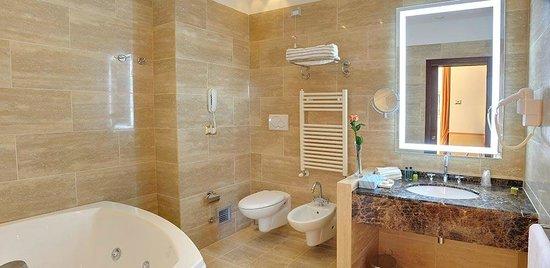 Hotel Il Gentiluomo: Bagno suite