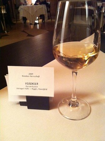 Schauenstein Schloss Hotel restaurant: enjoying this white wine while waiting for our entrée