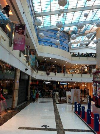 Sheraton New Delhi: Shopping mall nearby