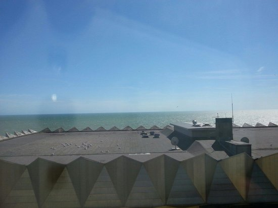 Travelodge Brighton Seafront Hotel: Sea view (shame about the building)