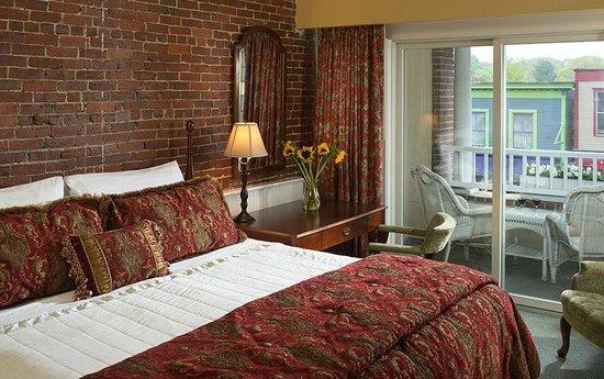 Lord Camden Inn : Partial Harbor View Guestroom
