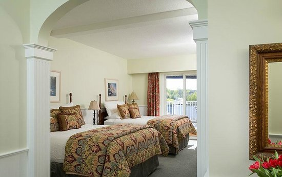 Lord Camden Inn: Village View Guestroom with 2 Queen Beds