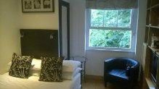 Studios2Let Serviced Apartments - Cartwright Gardens: Bed area in room