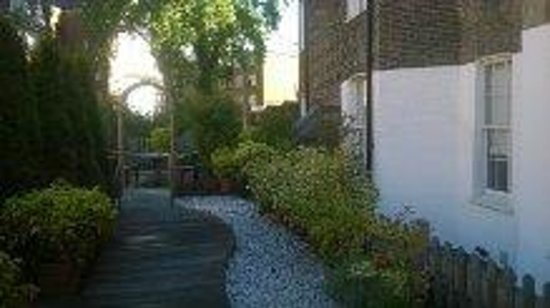 Studios2Let Serviced Apartments - Cartwright Gardens: Garden area